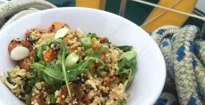 Quinoa salát s pečenou mrkví a fenyklem