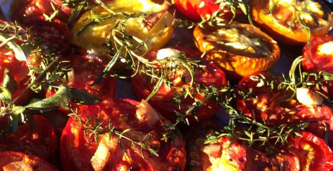 Nakládaná pečená rajčata s česnekem a bylinkami